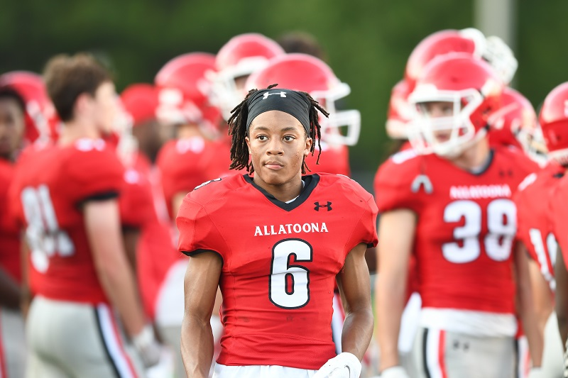Read more about the article Football's Bryce Herring named Athlete of the Week